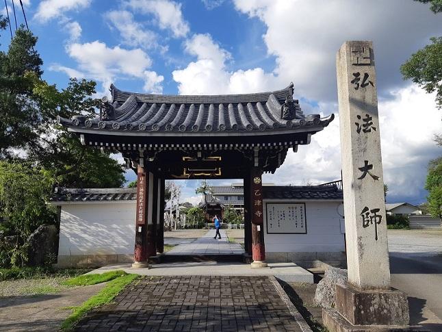 鏡島弘法の南大門